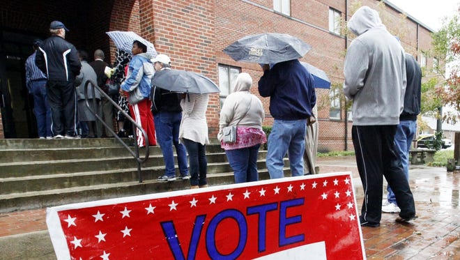 Despite Sandy, early voters wait in line Sunday in New Bern, N.C.