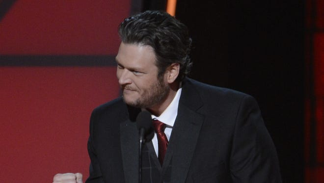 Blake Shelton wins male vocalist of the year at the 46th annual CMA Awards.