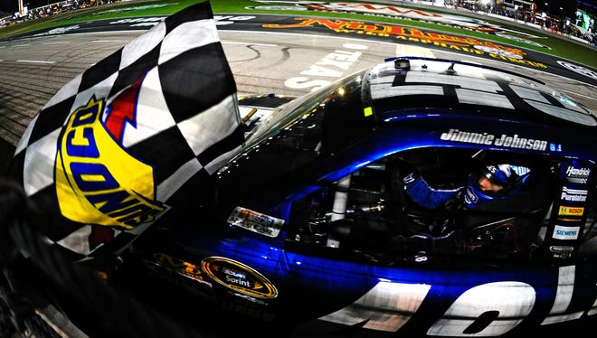 Jimmie Johnson won his second conseutive Chase for the  Sprint Cup race from the pole position.