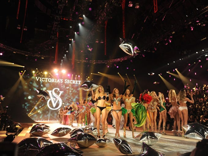 The Victoria's Secret Fashion Show re-airs tonight at 10 ET/PT on CBS, which means lingerie lovers everywhere will be able to relive their favorite moments from the always-fun show.