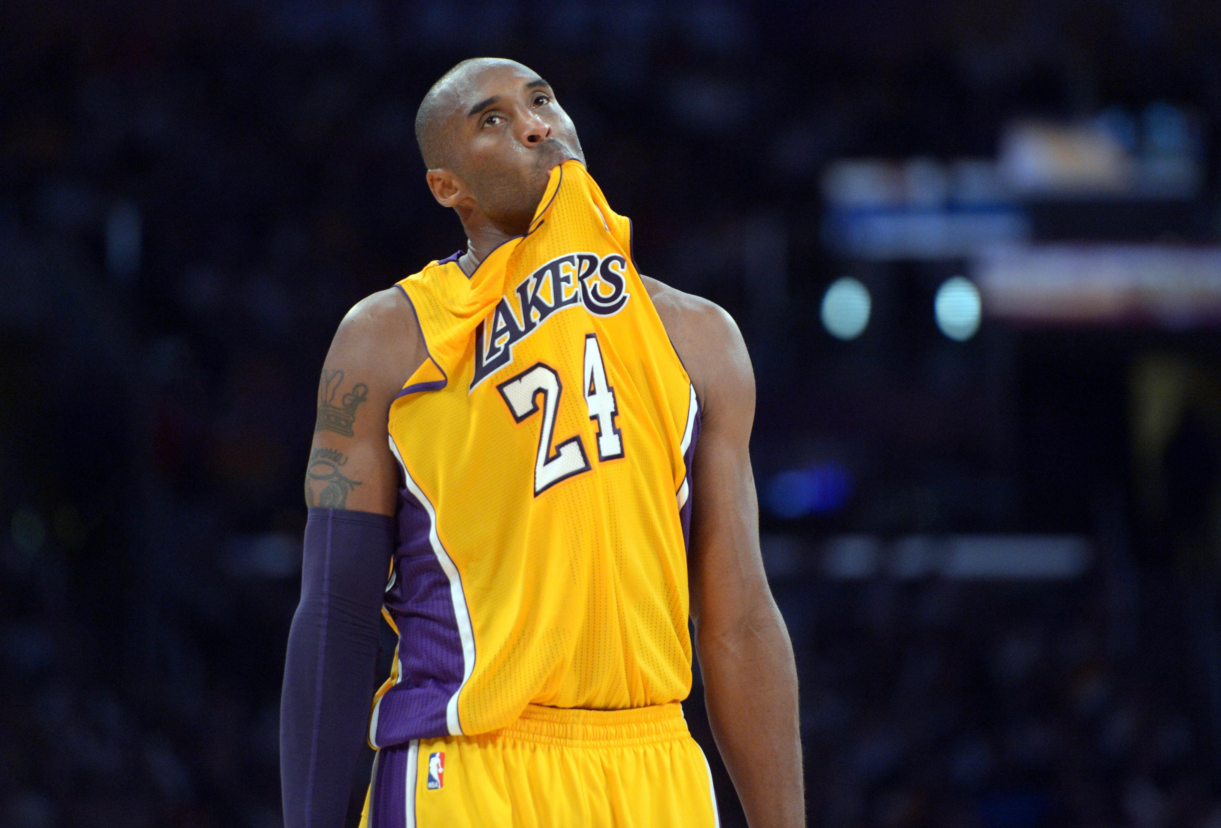 Kobe chewing on his jersey