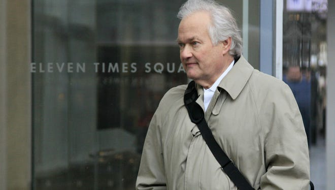 NHL Players'Association executive director Donald Fehr arrives at the negotiating site on Friday.