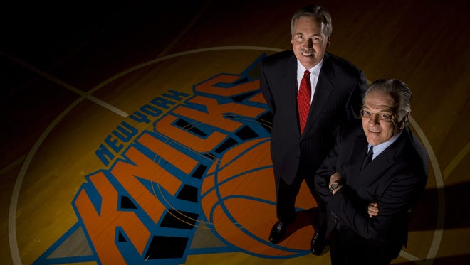 Mike D'Antoni agreed to be the New York Knicks' new head coach in 2008, working under new general manager Donnie Walsh.