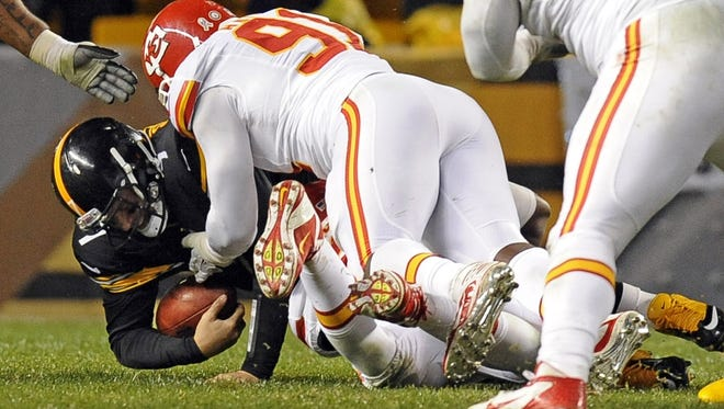 Pittsburgh Steelers quarterback Ben Roethlisberger is sacked by Kansas City Chiefs outside linebacker Tamba Hali (91) in the third quarter of an NFL football game, Monday, Nov. 12, 2012, in Pittsburgh. Roethlisberger left the game with shoulder and rib injuries.