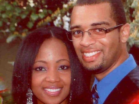 Thanksgiving travel couple