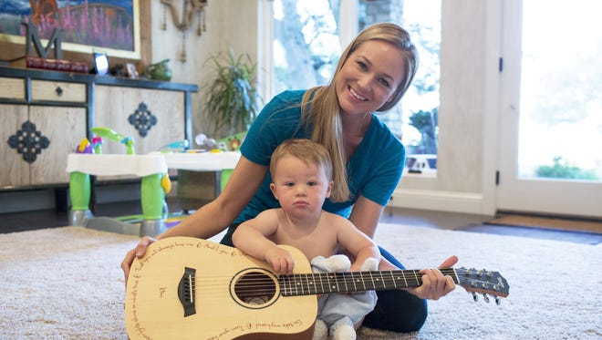 Jewel and her son Kase at home in Texas (Alex Tehrani for Pampers)