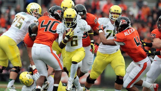 Oregon Ducks running back De'Anthony Thomas (6) runs the ball in the first quarter against the Oregon State Beavers at Reser Stadium. Oregon won the game 48-24.