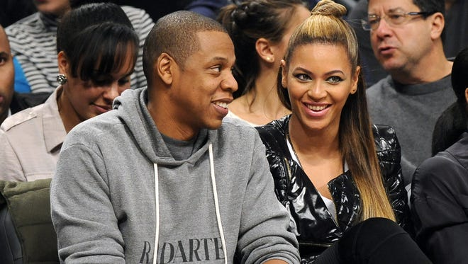 Jay Z and wife Beyonce had a little couple time at the Nets-Clippers game on Nov. 23 in New York.