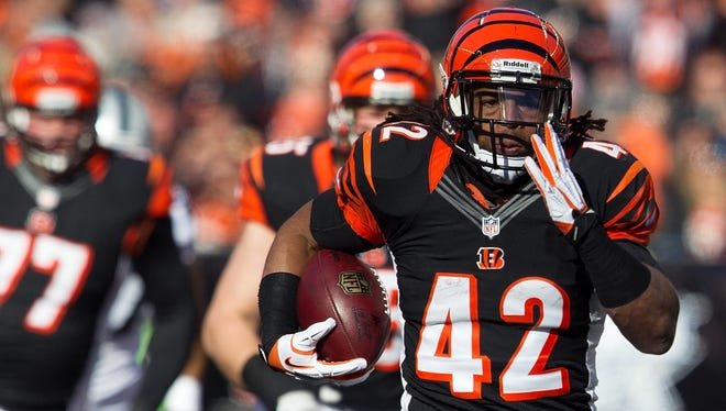 Bengals running back BenJarvus Green-Ellis breaks away for a big gain during the first quarter Sunday against the Raiders.
