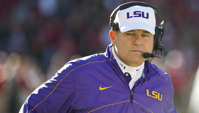 Louisiana State Tigers head coach Les Miles will receive a contract extension.