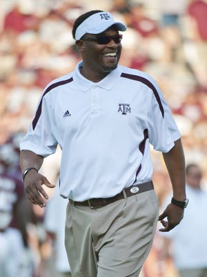 Texas A&M's Kevin Sumlin was the only coach of color to be hired in the BCS automatic qualifying conferences in the past year.