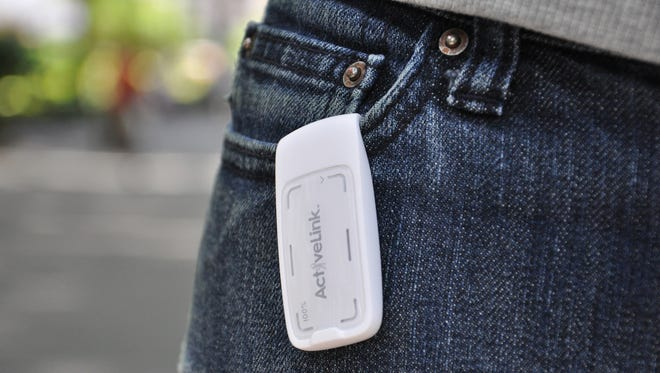 The Weight Watchers ActiveLink, a physical activity monitor, costs $40 plus a $5 monthly charge to convert physical activities into PointsPlus values. It i?s an accelerometer, a motion sensor, that measures all movement.