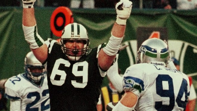 Former NFL lineman Jason Fabini (69) spent eight of his 11 seasons with the Jets.