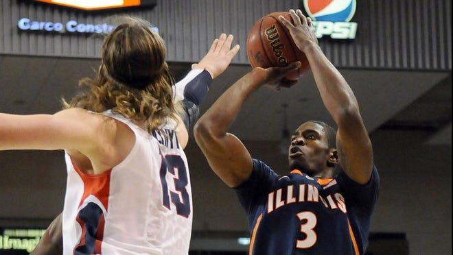 Illinois senior Brandon Paul kept the 14th-ranked Illini unbeaten Saturday with an impressive victory at No. 10 Gonzaga.