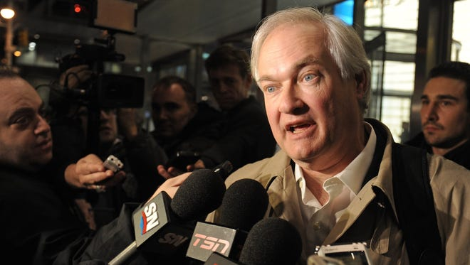 Players will vote whether to give Donald Fehr and the executive board the authority to dissolve the union.