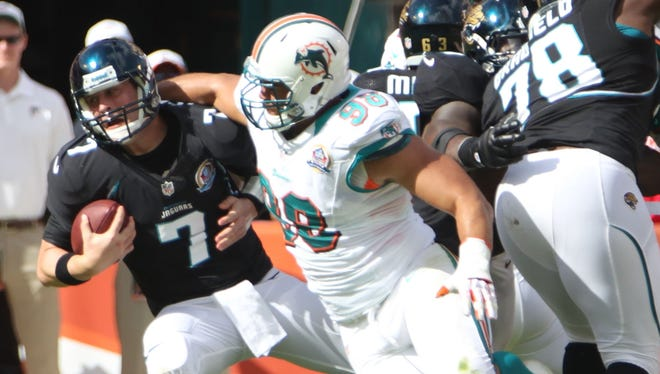 Jaguars QB Chad Henne (7) was under frequent duress from his old Dolphins teammates.