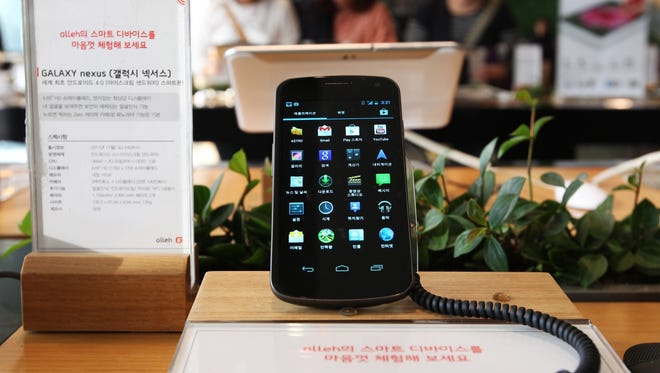 Samsung Electronics' Galaxy Nexus is displayed at the headquarters of South Korean mobile carrier KT in Seoul on Oct. 12.