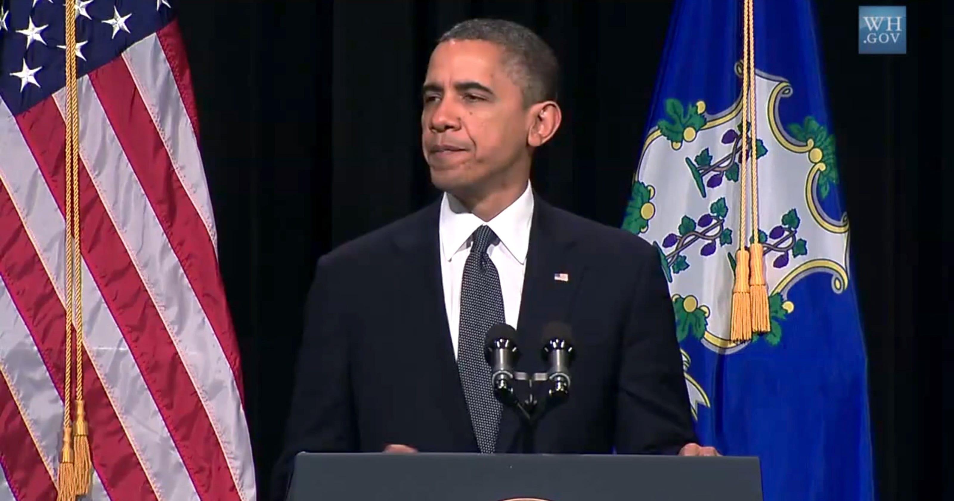 Obama backs new assault weapons ban