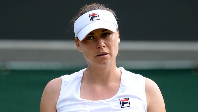 Vera Zvonareva has withdrawn from the Australian Open because of a right shoulder injury.