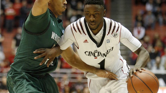 Cincinnati guard Cashmere Wright drives against Wright State's Miles Dixon in the first half.