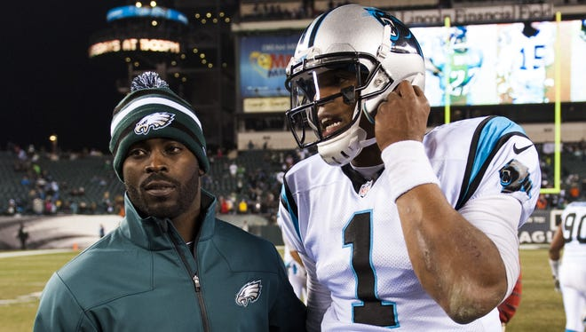 Eagles QB Michael Vick, left, sees himself as originating the NFL style at quarterback now more commonly seen with players like the Panthers' Cam Newton.