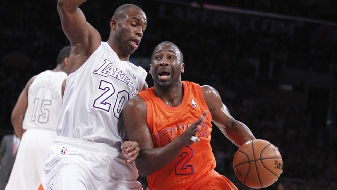 New York Knicks guard Raymond Felton, right, pulls up to shoot with Los Angeles Lakers guard Jodie Meeks recently. Felton has a finger injury.