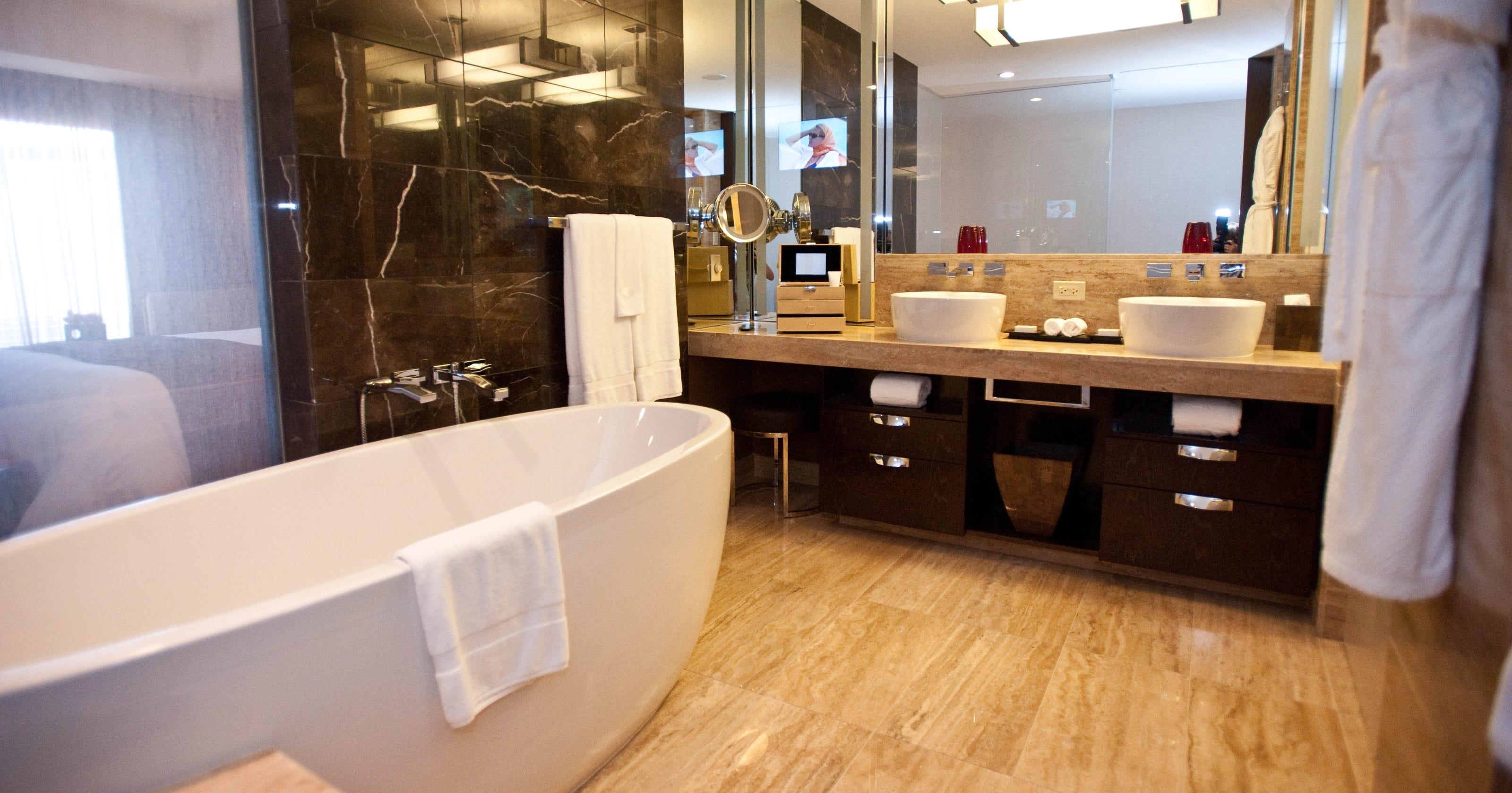 best hotel bathrooms in las vegas. Black Bedroom Furniture Sets. Home Design Ideas