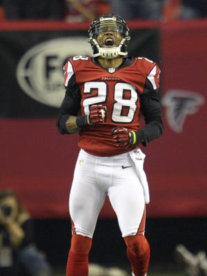 Atlanta Falcons free safety Thomas DeCoud (28) reacts during the first quarter of the NFC divisional playoff game against the Seattle Seahawks at the Georgia Dome.