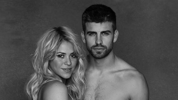 Shakira Shows Her Bare Baby Bump