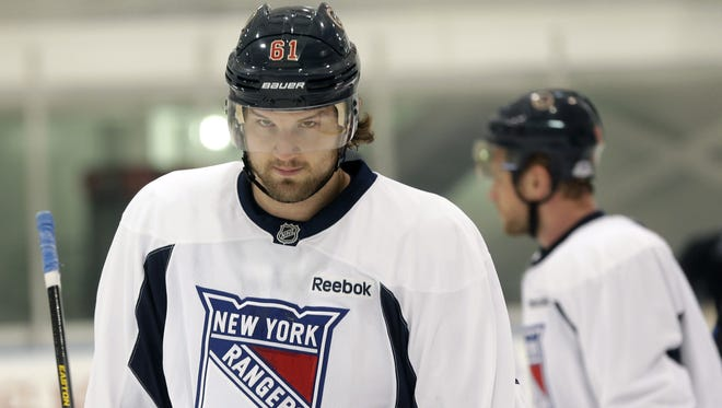 New York Rangers' Rick Nash, left, participates in an informal workout in Greenburgh, N.Y.