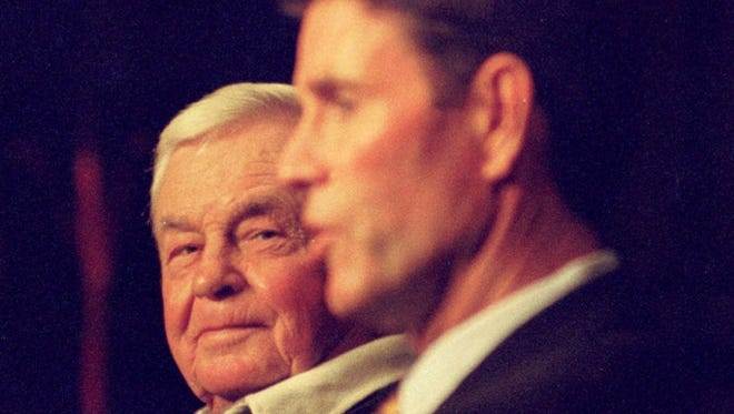 Late Orioles manager Earl Weaver, left, and his Hall of Fame pitcher Jim Palmer talk to fans in 2000.