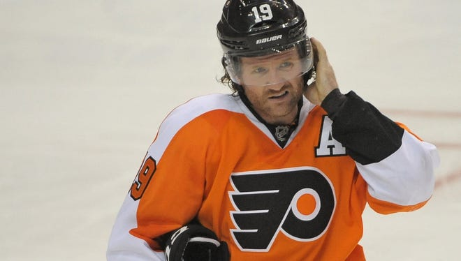 Philadelphia Flyers right wing Scott Hartnell will be out four to eight weeks with a broken bone in his foot.