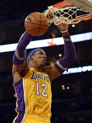 Lakers center Dwight Howard dunks during Friday's 102-84 win vs. the Jazz.