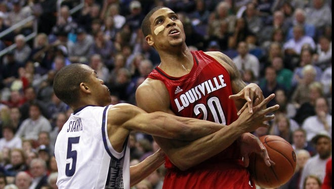 Wayne Blackshear, getting stripped of the ball Saturday by Georgetown's Markel Starks, suffered a shoulder injury in practice Sunday, the school said.