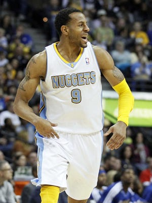 Andre Iguodala's key steal and free throw gave the Nuggets their fourth straight win.