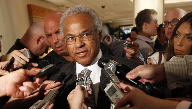 NBPA chief Billy Hunter fires his relatives from union office.