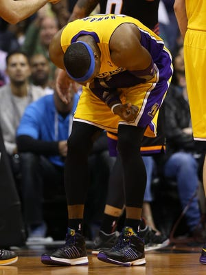 Lakers center Dwight Howard reacts to a shoulder injury during Wednesday's loss to the Suns.
