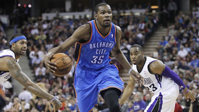 Oklahoma City Thunder forward Kevin Durant (35) is the top scorer in the fourth quarter.