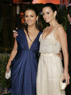 Penelope Cruz and Monica Cruz arrive at the annual Vanity Fair Oscar party at Morton's in West Hollywood on Feb. 25, 2007.