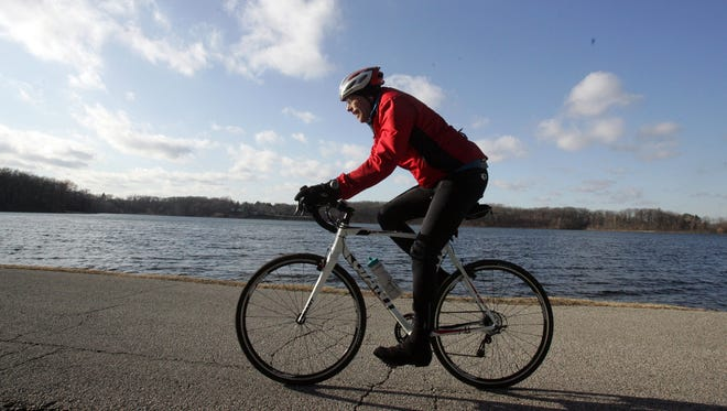 Engaging in a physical activity like biking for a few hours a week can help you lose weight.