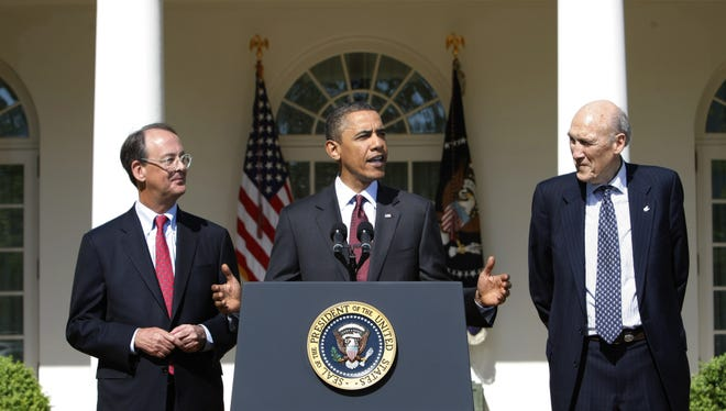 President Obama discussing in 2010 the fiscal responsibility commission chaired by Erskine Bowles, left, and Alan Simpson.