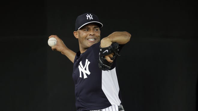 Mariano Rivera threw off a mound with his teammates for the first time since May 2, 2012.