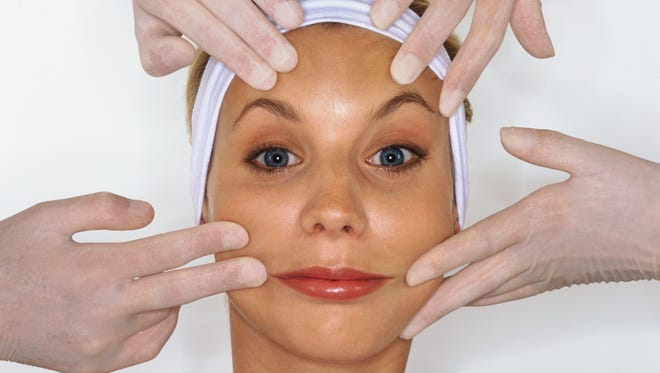 Cosmetic plastic surgery procedures increased, according to new data.