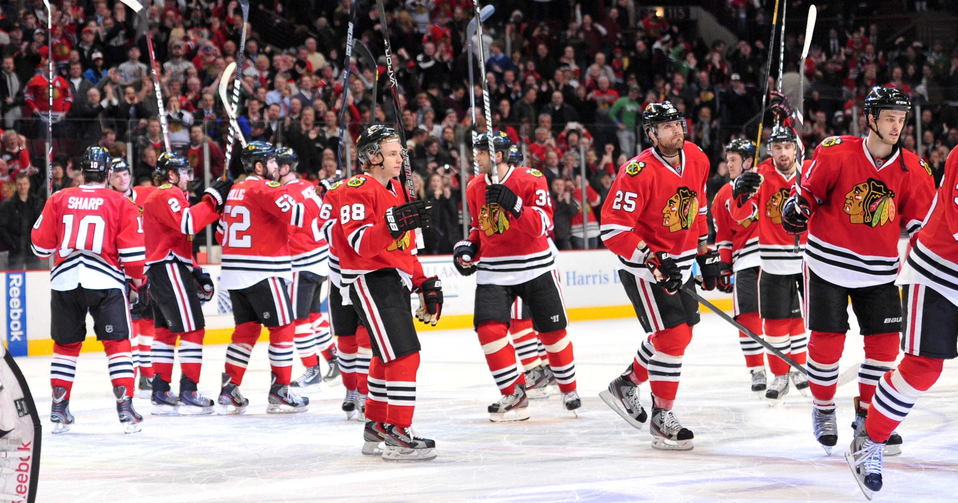 c1ecdc97557 Chicago Blackhawks match record in win over Vancouver