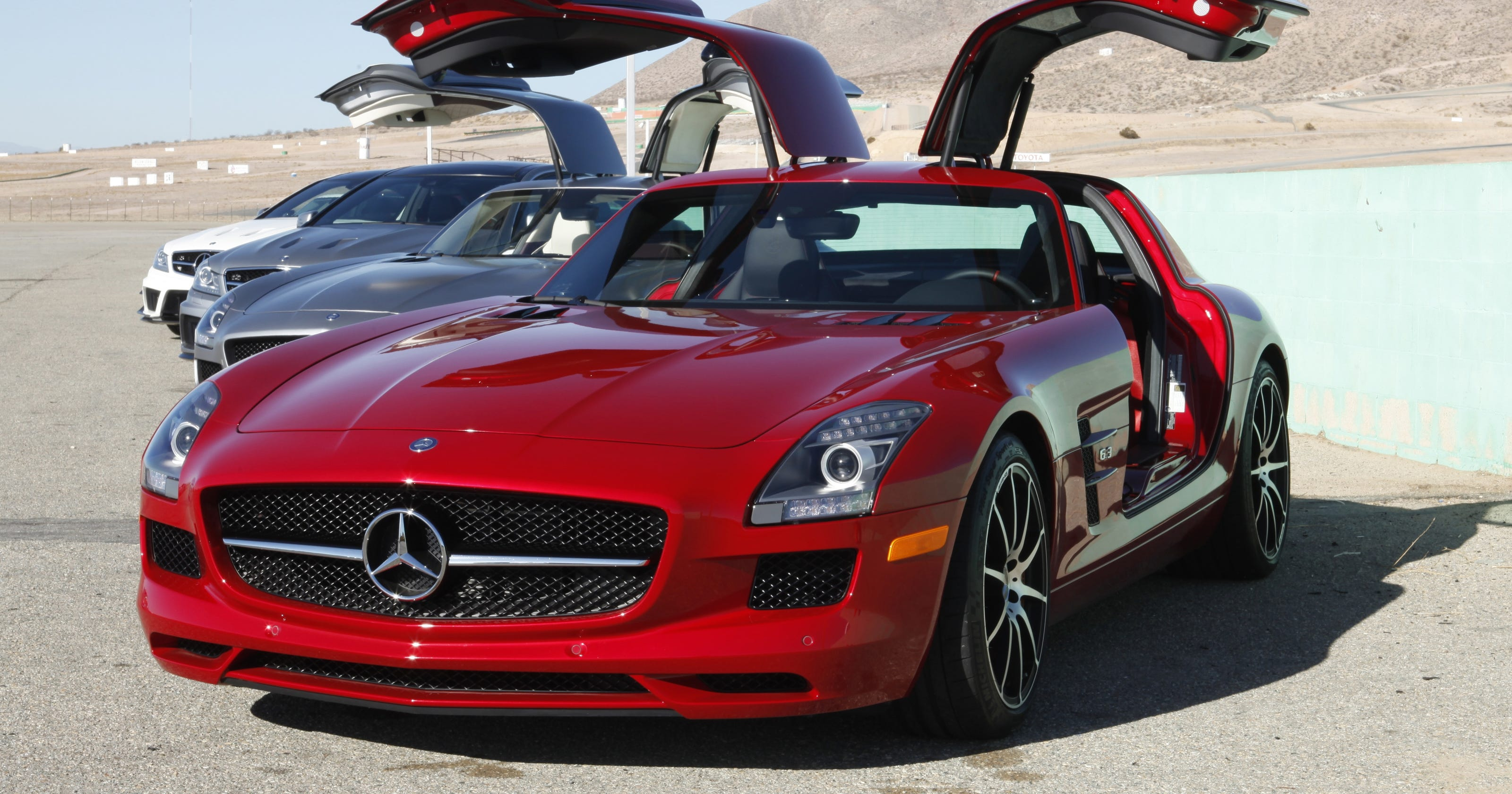mercedes benz sls amg gt supercar goes even faster. Black Bedroom Furniture Sets. Home Design Ideas