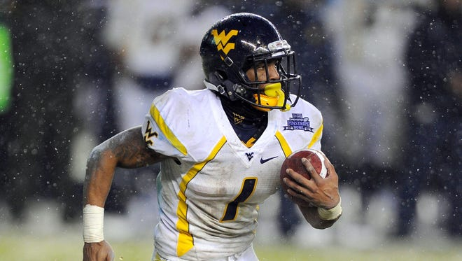 West Virginia Mountaineers wide receiver Tavon Austin (1) runs with the ball during the second quarter against the Syracuse Orange at the 2012 New Era Pinstripe Bowl at Yankee Stadium.