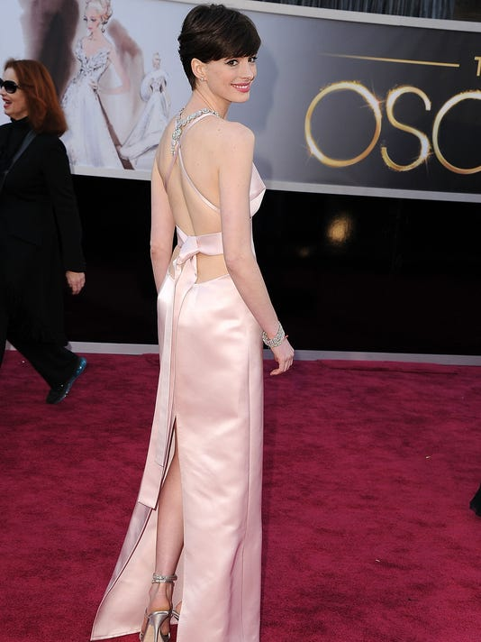 Report: Hathaway \'freaked out\' over Seyfried\'s dress