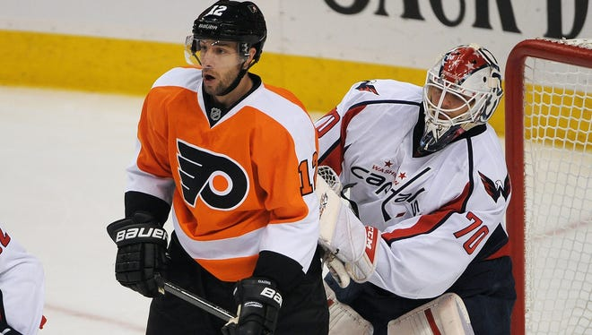 Philadelphia Flyers left wing Simon Gagne screens Capitals goalie Braden Holtby during the second period. Gagne scored for the Flyers in the team's 4-1 win.