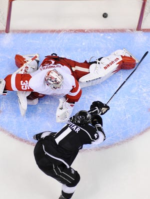 Los Angeles Kings center Anze Kopitar scores on Detroit Red Wings goalie Jimmy Howard during the third period. The Kings rallied to win 2-1.