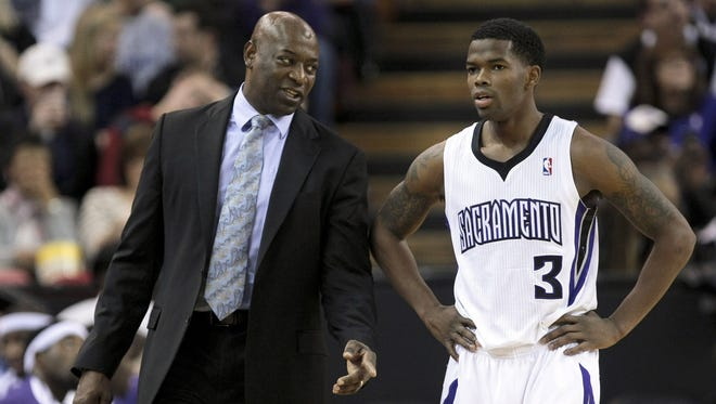 Sacramento Kings head coach Keith Smart speaks with point guard Aaron Brooks (3) during the second quarter against the Phoenix Suns at Sleep Train Arena.